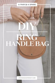 diy-ring-handle-bag Diy Rings, Leather Pieces, Craft Party, Diy Videos, Leather Working, You Bag, Craft Stores, Fashion Bags, Saddle Bags