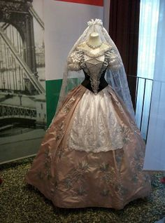 outfits and objects that belonged to Sissi