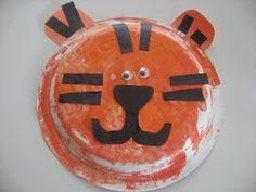 Daniel Tiger Birthday party activity - tiger craft for kids - fun paper plate craft. Preschool Jungle, Jungle Crafts, Zoo Crafts, Tiger Crafts, Zoo Animal Crafts, Daycare Crafts, Toddler Crafts, Preschool Crafts, Crafts For Kids