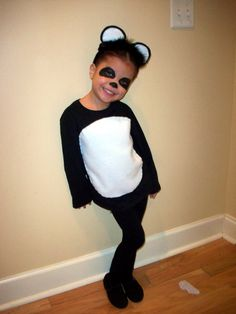 Ideas & Accessories for your DIY Panda Halloween Costume Idea Panda Costume Diy, Panda Costumes, Bear Costume, Cute Costumes, Cute Halloween Outfits, Halloween Costumes For Kids, Diy Panda, Panda Panda, Animal Costumes For Kids