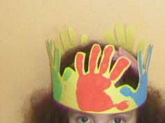 Autor desconhecido Reggio Emilia, Cover Pages, Diy For Kids, Kindergarten, Projects To Try, Christmas Tree, Blog, Crown, Education