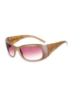 e5f8e86defba5 Pale pink metallic enamel Fendi sunglasses with gradient lenses and  transparent logo details at arms.