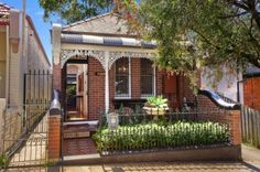 Image from http://www.homedesigningtips.info/wp-content/plugins/RSSPoster_PRO/cache/c03a9_architecture-original-heritage-home-in-sydney-with-brick-wall-and-black-iron-fence-featuring-small-terrace-and-front-yard-design-inspirations-brick-wall-home-exterior-ideas-620x412.jpg.