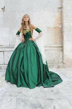 Miranda Medieval Corset Gown Silk and Chiffon door RomanticThreads