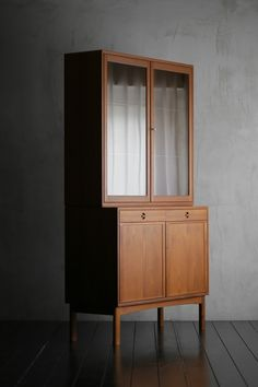 Cupboard Design, Shelf Design, Interior Exterior, Home Interior Design, Funky Furniture, Furniture Design, Wooden Cabinets, Home Decor, Mobile Home