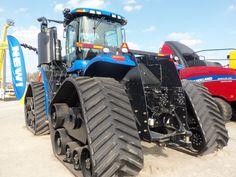 Rear of New HOlland 4 tracks New Holland Tractor, Antique Tractors, Heavy Equipment, Farming, 4x4, Monster Trucks, Cars, Good Job, Autos