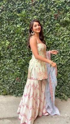 Party Wear Indian Dresses, Designer Party Wear Dresses, Indian Gowns Dresses, Indian Bridal Outfits, Dress Indian Style, Indian Fashion Dresses, Indian Wedding Outfits, Indian Designer Outfits, Indian Fashion Designers