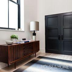 Crisp & Clean Entry   Designer: Mazen El-Abdallah & Ali Yaphe   Photographer: Donna Griffith   #entryway #interiordesign #hallway #console #door #lamp #rug