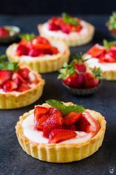 Mini Tart, Sweet Cakes, Desert Recipes, Mini Cakes, Food Cravings, Baked Goods, Baking Recipes, Pavlova, Cheesecake