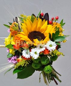 . Design Case, Web Design, Flower Bouquet Wedding, Floral Wreath, Projects To Try, Arts And Crafts, Wreaths, Flowers, Plants