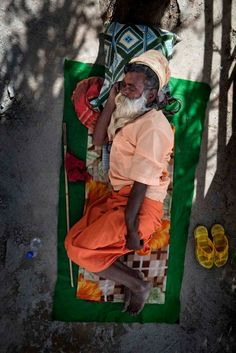 Dreamland: India's Sleeping Figures - Photographs and text by Alain Schroeder People Sleeping, People Photography, India, Painting, Fictional Characters, Image, Photographs, Art, Art Background