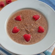 Spiced Chocolate Quinoa Pudding with Fresh Berries Vanilla Pudding Recipes, Coconut Pudding, Quinoa Pudding, Homemade Chocolate Pudding, Cinnamon Benefits, Caramel Pudding, Classic Desserts, Berries, Tahini