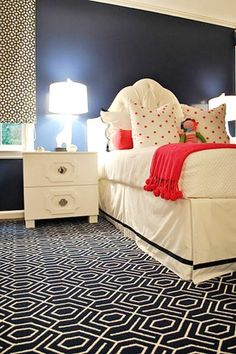 A beautiful, chic space for a girl! Love the graphic rug
