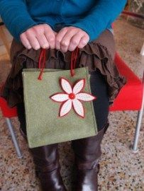 Tutorial: Make a reusable gift bag from felt – Sewing