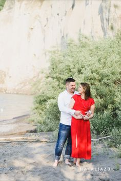 I have the softest spot for colour pop-ups and vivid, romantic dresses. Visit my Engagement Photos Guides for tips and inspirations. Colour Pop, Color, Engagement Photos, Romantic Dresses, Photoshoot, Couple Photos, Engagements, Summer, Inspiration