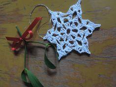 śnieżna gwiazdka zrobiona na szydełku