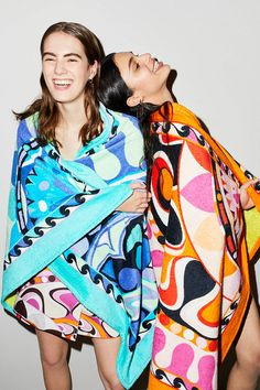 Trendy Beachwear for the Summer See the complete Emilio Pucci Resort 2018 collection. Discovred by : Azza Shesheny Emilio Pucci, Fashion Week, Look Fashion, Runway Fashion, Fashion 2018, Catwalk Collection, Fashion Show Collection, Elsa Schiaparelli, Lanvin