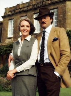 Silver separation: Penelope Keith blames divorced middle-aged women for 'pushing up house prices' British Tv Comedies, Classic Comedies, British Comedy, British Actors, Penelope Keith, Sean Leonard, Uk Tv, Up House, Comedy Tv