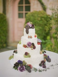 Again, the earthiness of this cake...It's beautiful. Via Style Me Pretty