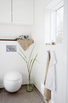 Toilet with an organic and egg-shaped look gives the bathroom a more delicate look.