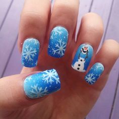 Nice Frozen olaf blue ombre snowflake handpainted by adorkablenails. Disney Acrylic Nails, Remove Acrylic Nails, Acrylic Nail Designs, Disney Frozen Nails, Frozen Nail Art, Holiday Nails, Christmas Nails, Olaf Nails, Snowman Nails