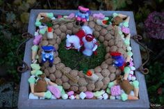 wreath with real pepernoten! December, Planter Pots, Wreaths, Birthday, Party, Crafts, Felting, Printables, Beautiful
