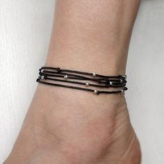 9 Beautiful Black Thread Anklets For Men and Women Appear hot and sexy, with these minimalistic yet trendy, elegant black thread anklets. Let the imagination run wild and create a black thread anklet and make heads turn. Hippie Jewelry, Cute Jewelry, Women Jewelry, Jewelry Rings, Coin Pendant Necklace, Stud Earrings, Fashion Necklace, Fashion Jewelry, Women's Fashion