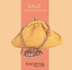 Discover the latest sale. Vintage Yellow leather handbag by Toscannia www.toscannia.com/leather-bags  Sigue la tendencia de llevar algo amarillo con el bolso de piel Vintage Yellow de Toscannia: http://www.toscannia.com/bolsos-piel