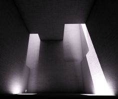 The flux of shadow never fails to fascinate architects. Kahn, Tadao Ando, and even artist Eduardo Chillida are skillful in using light. Architecture Ombre, Shadow Architecture, Space Architecture, Luigi Snozzi, Light Study, Tadao Ando, Architecture Visualization, Light And Space, Light Effect