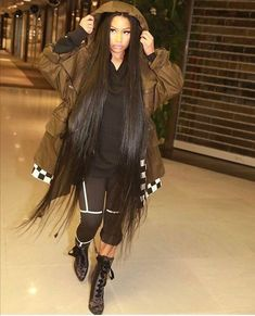 Nicki Minaj IS The Coolest Queen and So Beautiful ❤️❤️ Nicki Minaj Barbie, Nicki Manaj, Nicki Minaj Outfits, Crochet Braids Hairstyles, Straight Hairstyles, Braided Hairstyles, Nicki Minaj Wallpaper, Afro, Rapper