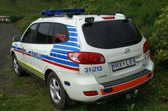 Police car of Iceland 02 - Police cars by country - Wikimedia Commons