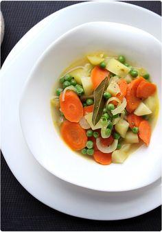 La jardinière de légumes est peut-être un drôle de choix de recettes à mettre sur mon blog car c'est extrêmement simple à cuisiner. Cependant, c'est une re
