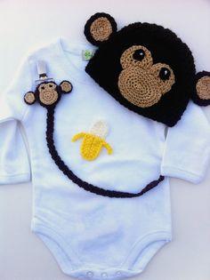 Ganchillo hecho a mano mono Onesies atuendo y accesorios bebé