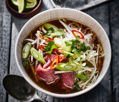 Makkelijke broccoli soep Pho Bo Vietnamese Noodle Soep How to Make Miso Soup Quick Healthy Meals, Easy Meals, Healthy Recipes, Sashimi, Easy Dinner Recipes, Soup Recipes, Pho Bo, Vietnamese Soup, Salad