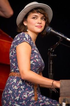 Norah Jones - Can you say dreamy? Oh yeah!
