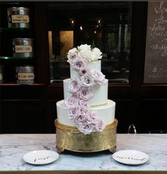 Another great wedding cake from a local vendor: The Artistic Whisk, LLC. #beautiful #weddingcake #WeddingHitch