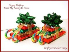 How to DIY Candy Cane Sleighs for Christmas Christmas Candy Crafts, Christmas Gifts For Mum, Christmas Goodies, Simple Christmas, Holiday Fun, Diy Gifts, Craft Gifts, Candy Cane Sleigh, Navidad Diy