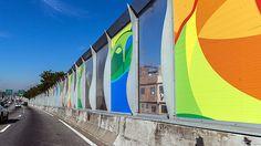 Rio de Janeiro RJ,BRASIL, 11/07/2016 ; Placas com decoração olímpica fora colocadas em muro que separa o complexo da Maré da principal via em que turistas irão chegar ao Rio de Janeiro. (Foto: Ricardo Borges/Folhapress. ) *** EXCLUSIVO FOLHA***