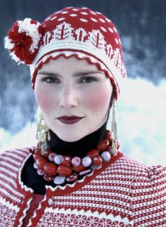 Yes the Oleana Knit is fine but look at this face. Anyone know her name??