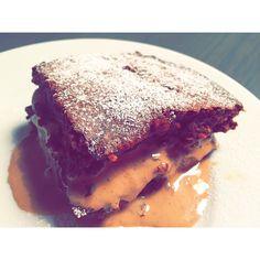 Sukkerfri brownies. Sunn og god.  #healthy #brownies #nosugar #sugarfree #sweet #tasty #cake #bakst #kake #baking #bakemag #utengluten #utensukker #suntoggodt #godhelse #bake #dessert #feedfeed #fit #fresh #food #matglede #mat #instagood #instafood #feedfeed #godtno #sunnmat #sunn Oppskrift:  50gram havremel  50gram kakao  2ss speltmel(kan droppes) 1egg  3-4ss sukrin 150 gram kesam(eller gresk youghurt)  1dl melk  1ts bakepulver  1klype salt Stek på 200grader, i ca 25min.