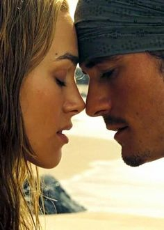 Piratas do Caribe - Elizabeth Swann e Will Turner - Pirates of the Caribbean Captain Jack Sparrow, Movie Couples, Cute Couples, Elisabeth Swan, Will And Elizabeth, Elizabeth Turner, Walt Disney, Disney Magic, Disney Parks