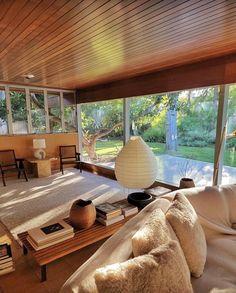 Elsa Hosk, Living Room Inspiration, Interior Design Inspiration, Interior Architecture, Interior And Exterior, Vogue Home, Mid Century House, Mid Century Modern Design, House Rooms