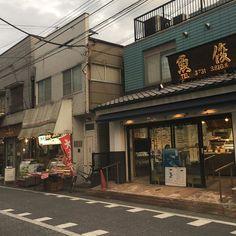 町の商店街のお肉屋さんとか魚屋さんとか大好きなんだけど。  商店街が近くにあるとこに引っ越したら晩飯の献立考えながら買い物してお店の人と仲良くなりたい。 #日本 #japan #熊本 #kumamoto #東京 #tokyo #大田区 #ootaku #商店街 #買い物 #shoping #料理 #cooking #料理出来る系男子 #結婚出来ない系男子 #肉 #魚 #野菜 とくに#サラダ にはこだわる#夏 の入り口のこの季節が最高に好きだ。 #誰か結婚して下さい