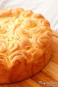 Pão Caracol ou Enroladinho com Manteiga, perfeito para um café da manhã especial com a família ou um chá da tarde com os amigos. Clique na imagem para ver a receita no blog Manga com Pimenta.