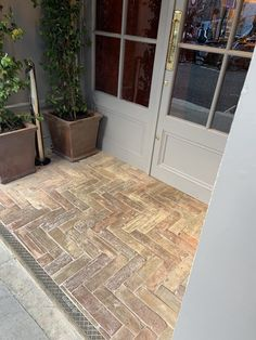 Herringbone tile pattern ideas - Lubelska Patio Tiles, Brick Tiles, Brick Flooring, Unique Flooring, Flooring Options, Brick Patterns, Floor Patterns, Herringbone Tile Pattern, Wooden Floor Pattern