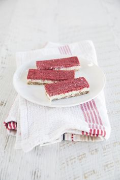 Our favorite kind of desserts are the kind that are packed with amazing flavors, not too many ingredients or steps, and low in sugar. Like this coconut, vanilla, raw vegan slice topped with a chia seed, raspberry jam! A simple dessert disguised as a little bit fancy.