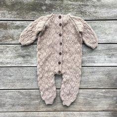 Knitting Club, Knitting For Kids, Knitting Yarn, Baby Knitting, Baby Boy Knitting Patterns, Fashion Mag, Baby Girl Fashion, Baby Wearing, Knitted Hats