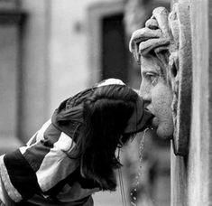 Sunday 🖤 Photography by Henri Cartier-Bresson Henri Cartier Bresson, Candid Photography, Vintage Photography, Street Photography, London Photography, Urban Photography, Black White Photos, Black And White Photography, Film Noir Fotografie