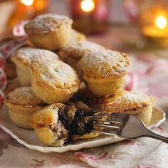 Christmas Food: The best Christmas recipes - sofeminine Pie Recipes, Baking Recipes, Dessert Recipes, Desserts, Mini Muffins, Just Pies, Best Christmas Recipes, English Food, Primitive Christmas