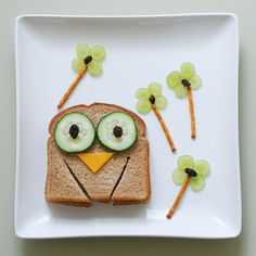 Cute owl sandwich with grape flowers. Fun + healthy food for kids to eat!